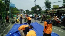 Kerja Bakti Bersama Evakuasi Talud Longsor